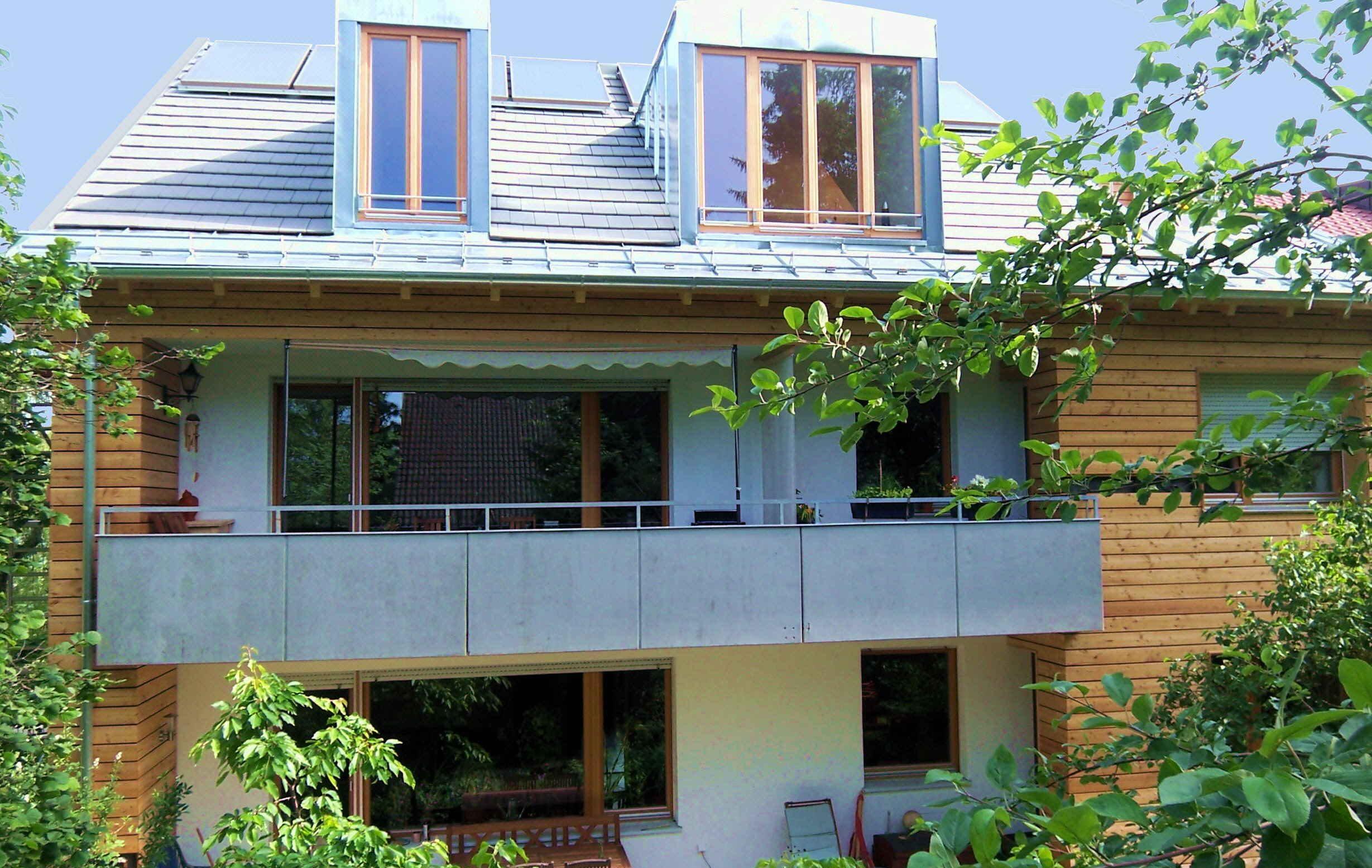 Aufstockung und energetische sanierung merfamilienhaus h - Moser architekten ...